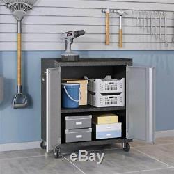6 Piece Garage Situé Dans Une Finition Grise ID 3771753