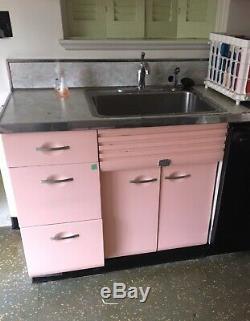 Artisanat Vintage Beauté De Cuisine En Acier Cabinet Set All Rose Un D'une Sorte