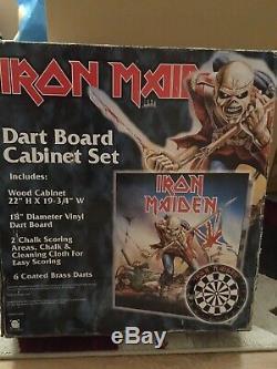 Iron Maiden Dart Board Set Cabinet. Tout Neuf Et Jamais Utilisé. Très Rare